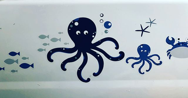 Decals from @amazon are on the tub. I bought a plain wood oar from @michaelsstores and painted it with the kids' initials and art. Hangs above their tub 🛀 #diy #kidsbathroom #decal #nautical